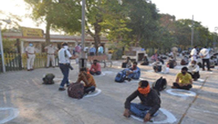Photo of नासिक से लाए गए 319 श्रमिकों को बसों द्वारा गृह जिलों में किया गया रवाना