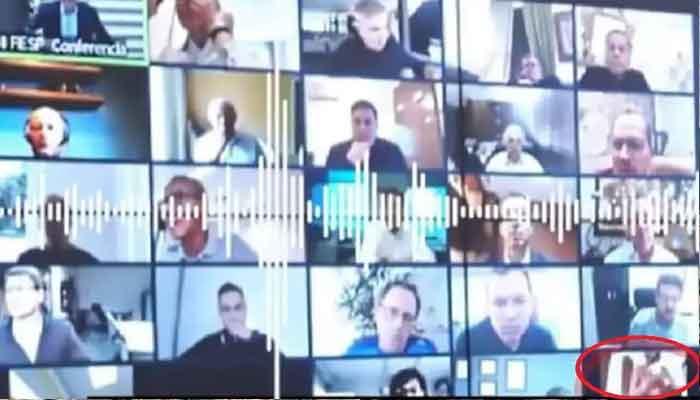 Photo of निर्वस्त्र होकर लेने लगा शावर, राष्ट्रपति कर रहे थे वीडियो कांफ्रेंस से मीटिंग