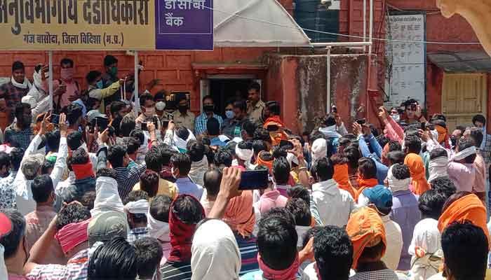 Photo of Vidisha:  नाबालिग को भगा ले जाने पर, हिंदू संगठनों का हंगामा