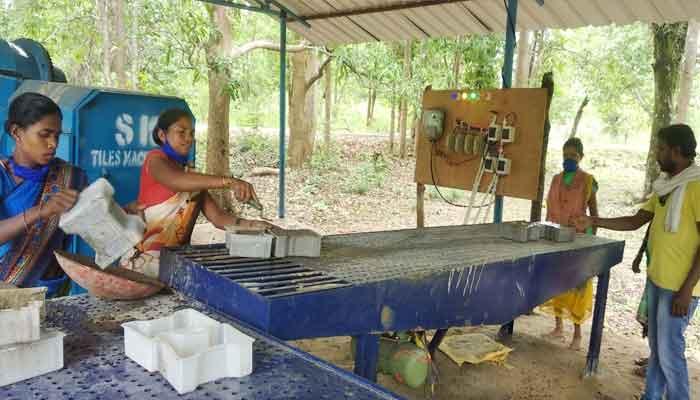 Women are making organic manure