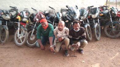Photo of दुर्ग पुलिस की बड़ी कार्यवाही मोटरसाइकिल चोर गिरोह पकड़ाया 3 आरोपी गिरफ्तार