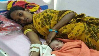 Photo of धुर नक्सल प्रभावित गोलापल्ली में कई सालों से बंद उप स्वास्थ्य केंद्र दोबारा शुरू, गूंजी पहली किलकारी जिन्नेलंका की नागमणि ने स्वस्थ शिशु को दिया जन्म