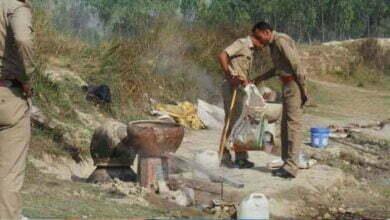 Photo of महासमुंद: शराब बिक्री करते हुए ग्रामीण पकड़ाया