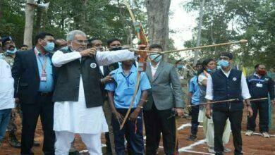 Photo of नक्सल गढ़ में मुख्यमंत्री ने खेली सॉफ्टबॉल, वॉलीबॉल साथ ही बैडमिंटन और तीरंदाजी में हाथ आजमाया