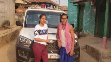 """Photo of पापा के साथ फोटो शेयर कर बोली, DSP बेटी ललिता मेहर """"हां, ख़्वाब हकीकत में भी बदलते हैं…Just keep trying for that"""""""